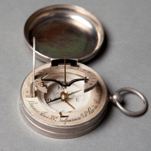 antique-equinoctial-pocket-compass-sundial-10