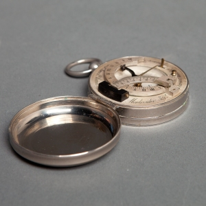 antique-equinoctial-pocket-compass-sundial-2