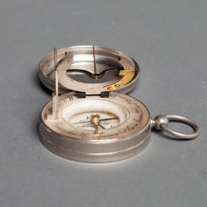 antique-equinoctial-pocket-compass-sundial-6