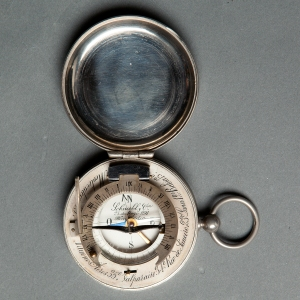 antique-equinoctial-pocket-compass-sundial-9