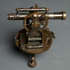antique-theodolite-3