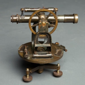 antique-theodolite-8